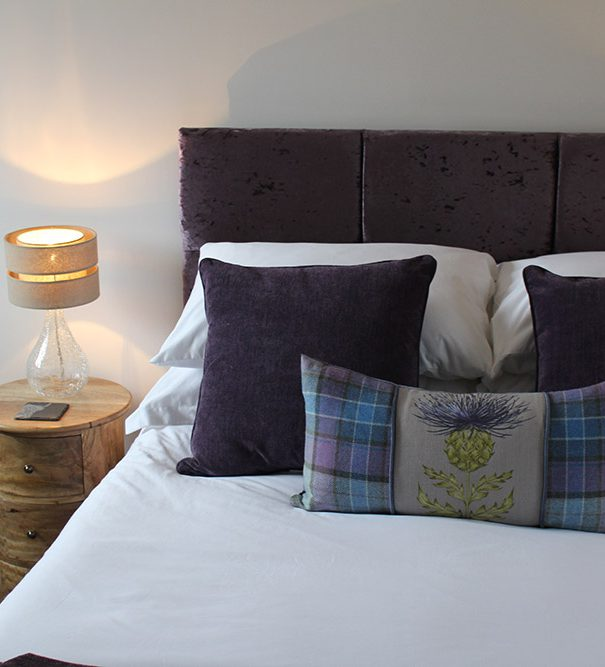 B&B Highland Cow room, view of the bed and lamp