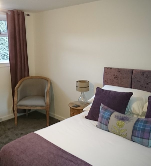 B&B Highland Cow room, view of the bed and window