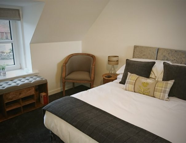 B&B Highland Cow room, view of the bed and stylish old fashioned furniture next to the window